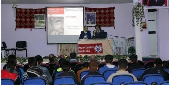 Elazığ'da Mahkumlara Yönelik 'Akıllı İlaç Kullanımı' Semineri Verildi.