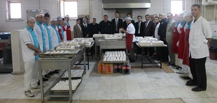 Bitlis E Tipi Kapalı Ceza İnfaz Kurumunda 'Yaş Pasta' Etkinliği Düzenlendi.