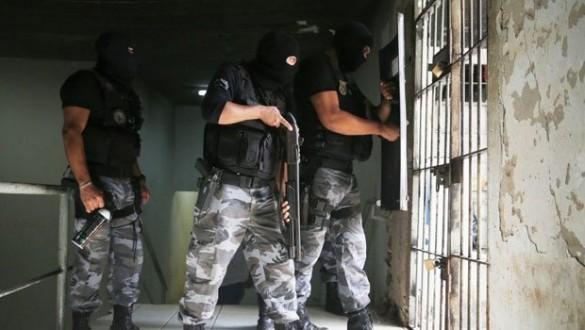 Brezilya'da Cezaevinde İsyan : 8 Ölü...